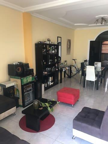 Cómoda y segura habitación para 2-3 personas