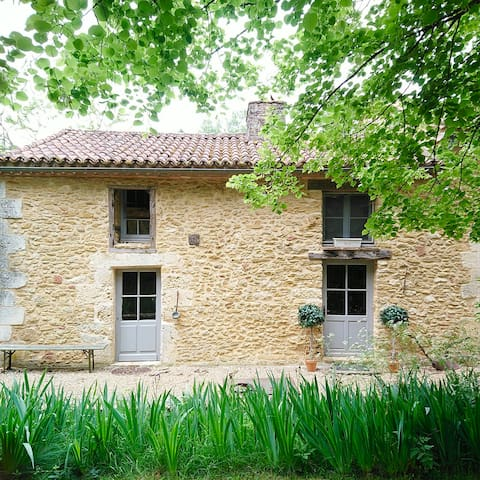 Dordogne romantic and tranquil one bedroom gite