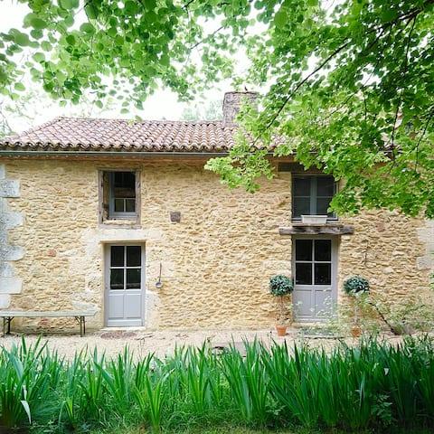 Dordogne romantic and tranquil one bedroom gite