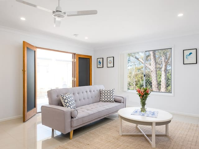 Hampton Style Luxury Home - 5 mins to Manly/Wynnum - Lota - Apartamento
