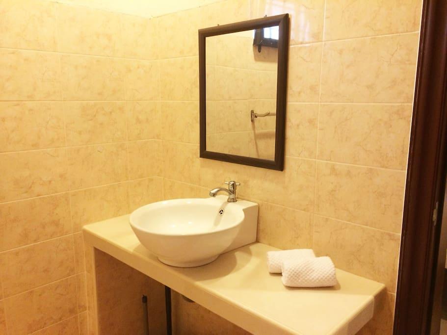 Master Bedroom's Ensuite Bathroom