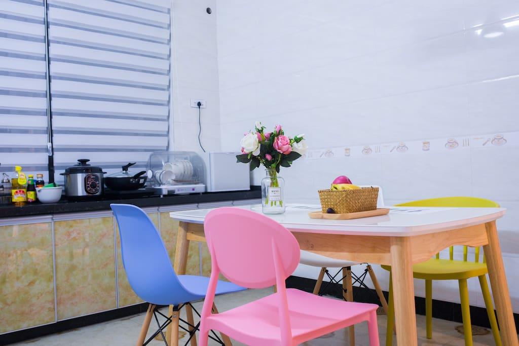 进口橡木大餐桌,伊姆斯北欧风格餐椅
