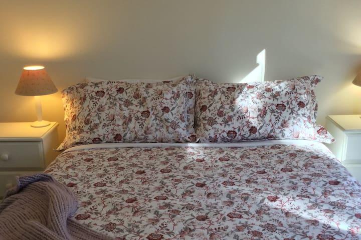 Room 1 - Queen with en suite