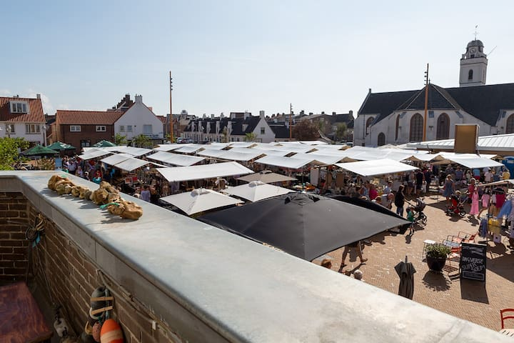 Tourist market view. Held only on Tuesdays in July and August. A regular market with veg, fruit and homewares is held every Friday on a square elsewhere in Katwijk, about 15 minutes by foot.