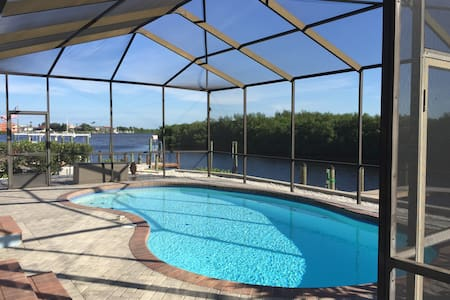 Charming Waterfront Oasis - Apollo Beach