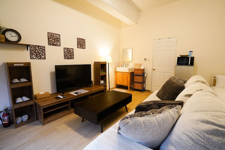 8people can stay.Near international St.free movies