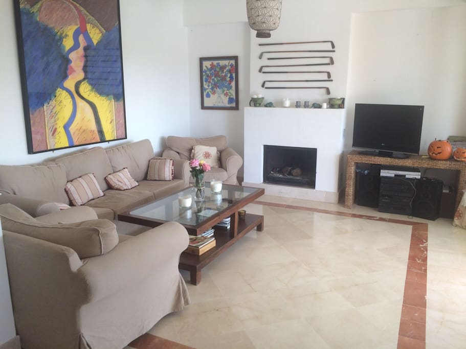 Welcome to our family apartment! Share the best moments of your stay in this cozy living room with chimney and an open dining area; both spaces are connected with glass doors to a big terrace.