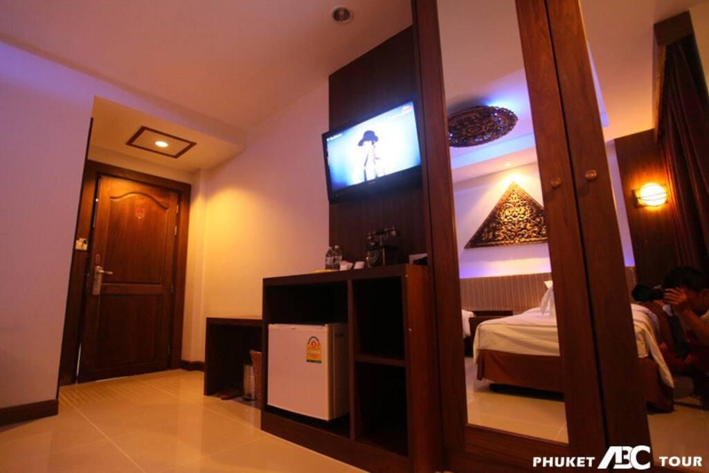 衣柜,冰箱,电视,置物桌
