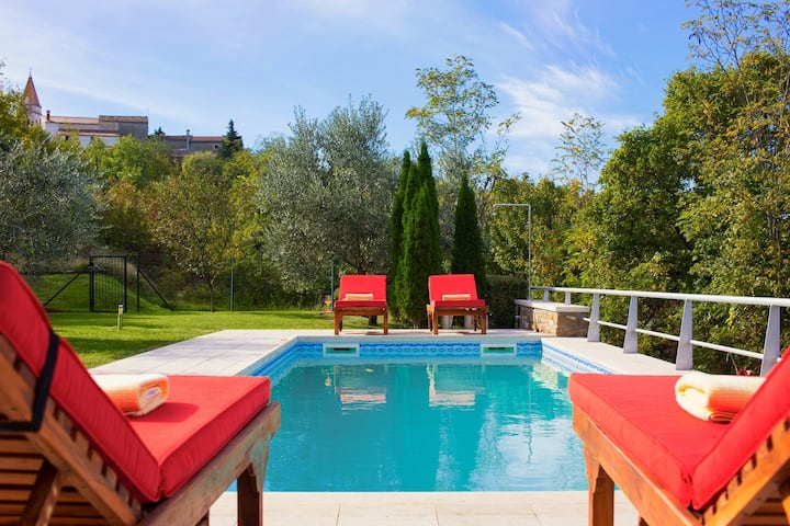Beautiful Villa Momiano, in Istria, with a Pool