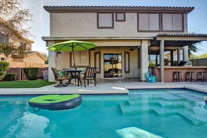 Golf, heated pool, outdoor kitchen, basketball