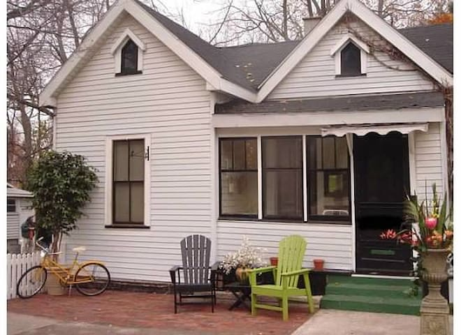 Beautiful downtown cottage in perfe - Grand Haven - Casa