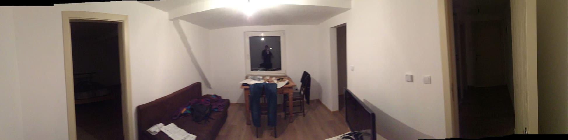 Meine Studentenwohnung - Hof - Apartment