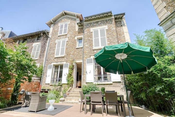 ★ Traditional French-style House in Versailles ★