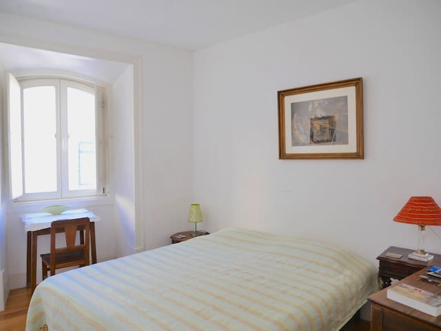 Historical center: simple,comfort,private toilet - Lisboa - Haus