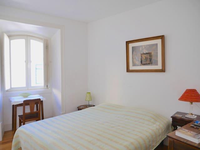 Historical center: simple,comfort,private toilet - Lisboa - House