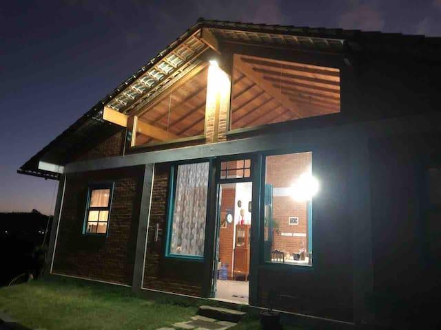 Casa na montanha ideal para casal e crianças