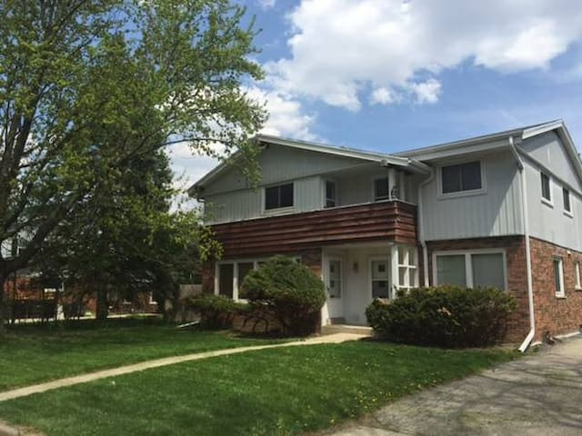 Wauwatosa Large Home - Safe, Convenient Area