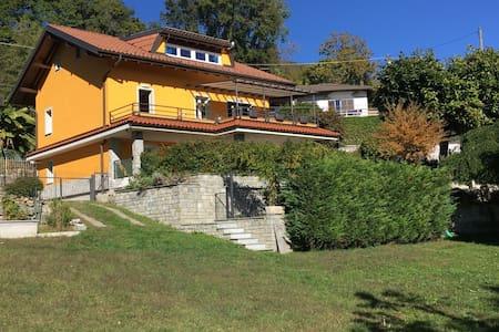 APPARTAMENTO IN VILLA CON GIARDINO - Vignone - Villa