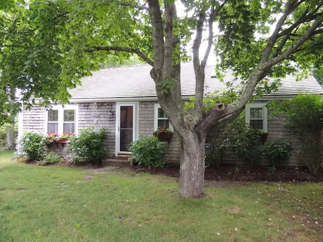 Peaceful Cottage in Monomoy