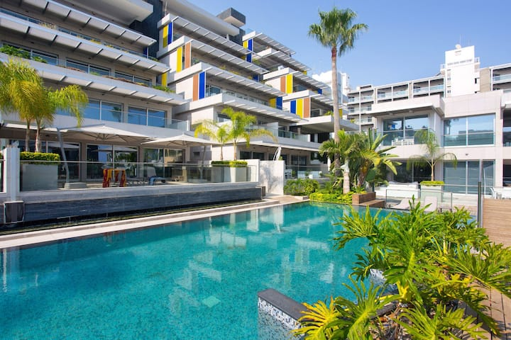 Opera 2bedr Exclusive Apt- pool/spa/gym incl.
