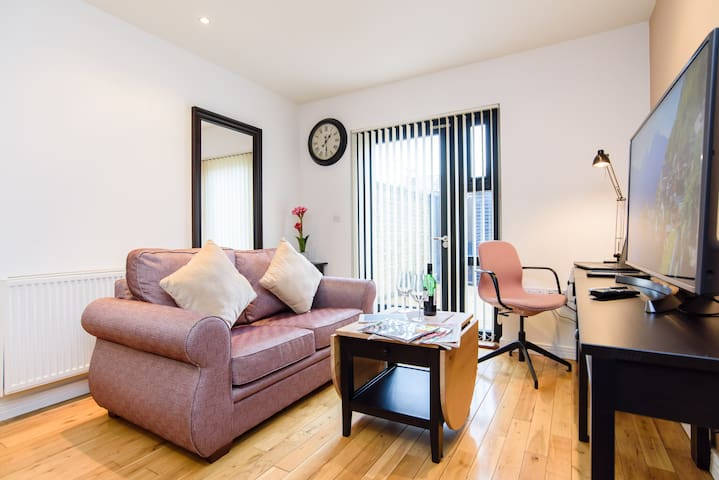 F3 @ 26 Oakfield St · Cosy modern 1 Bed Apartment close to City Centre