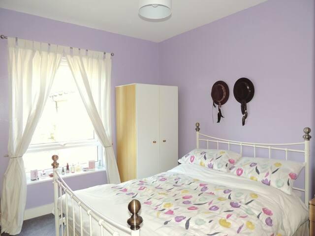 Double room in quiet flat