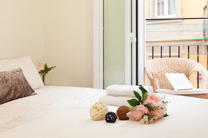 AT7 Beach- 2 bedroom, dressing room, balcony, WIFI