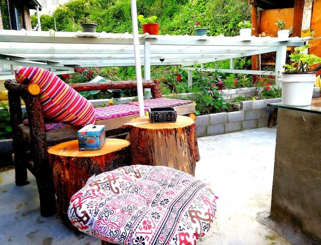 独立卫浴、私人庭院的趣味露营帐篷房(点击房东头像选择更多康定民宿锅庄南无号房间)