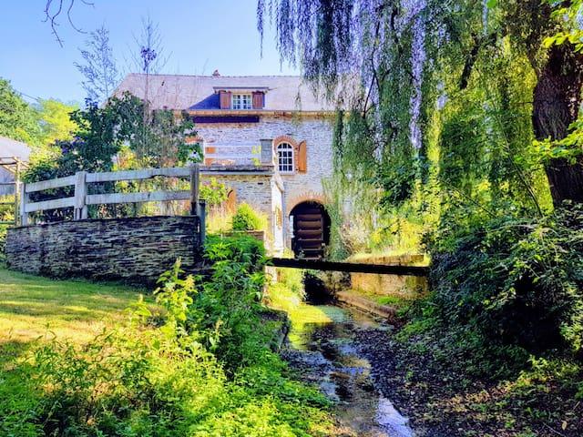Moulin à eau, calme en campagne
