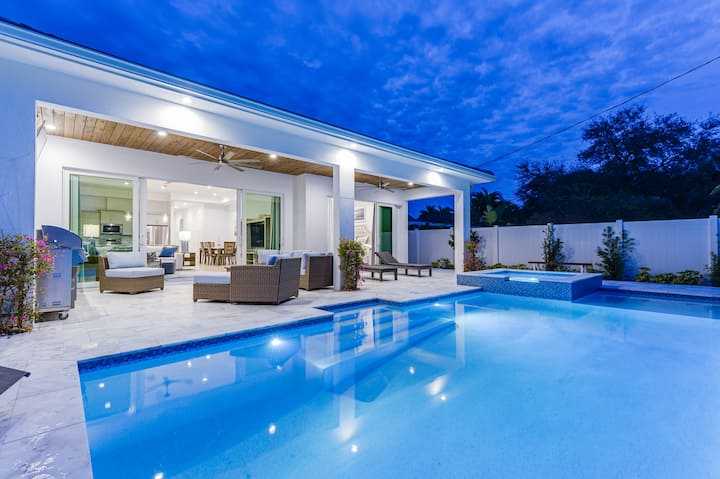 Brand New Luxury Private Pool & Spa Home