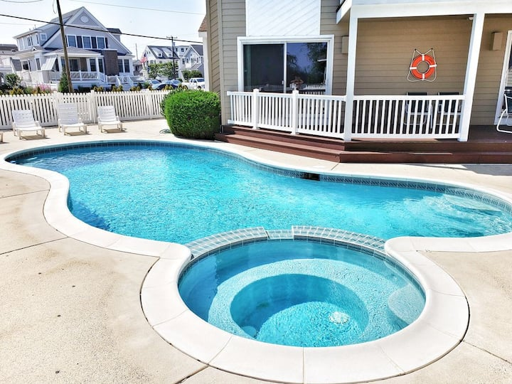 Avalon Bay Front with a Private Pool!