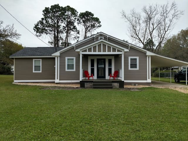 NEW!  Pet Friendly Cottage 1/4 mile from the Bay