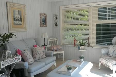 Romantic Artist's Cottage, Tighnabruaich