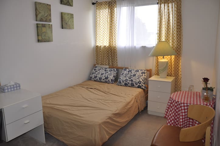 One Private bedroom near Airport, Steveston Wharf - Richmond - Lejlighed