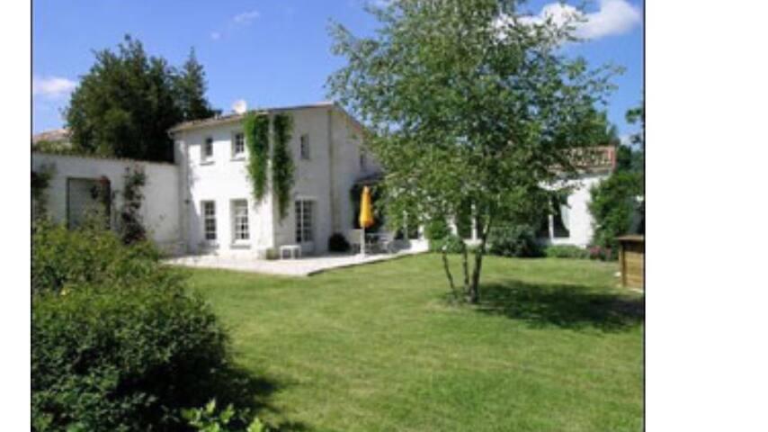 Gîte grand confort avec piscine - Champagne - House