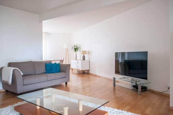 Superbe 4 pièces 90m2 proche métro - Paris - Appartement en résidence