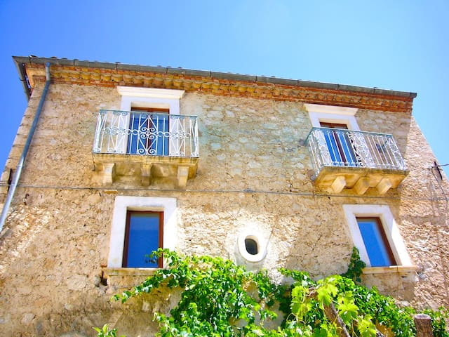 Spacious house with sunny garden - Carapelle Calvisio