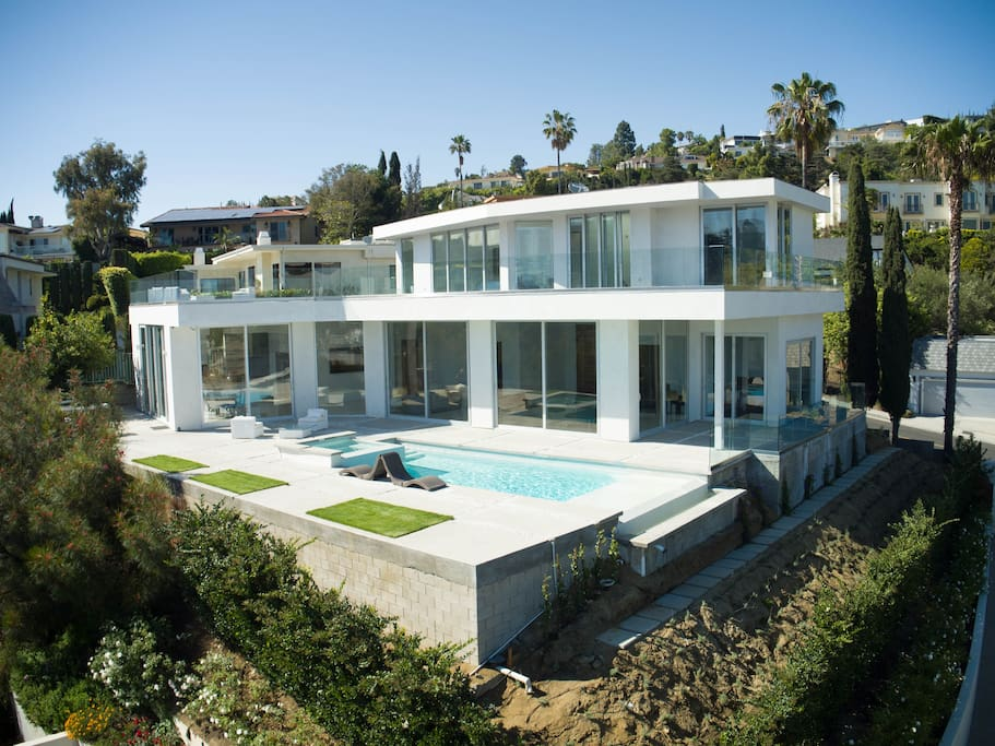 Hollywood hills mansion houses for rent in los angeles for Homes to rent in los angeles