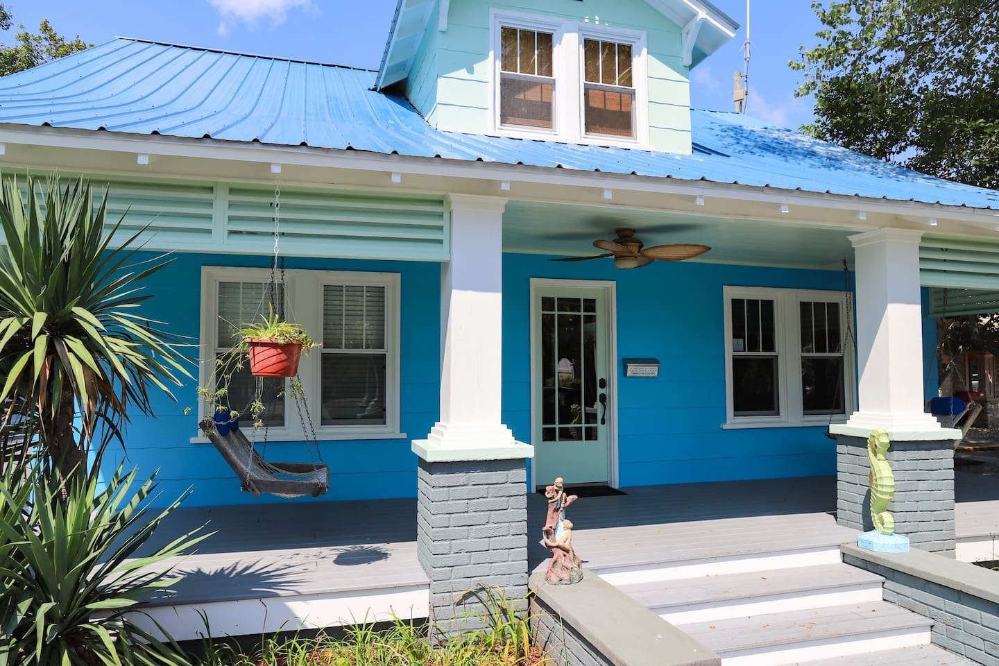 Island Guest House entrance leads to lobby for check-in!