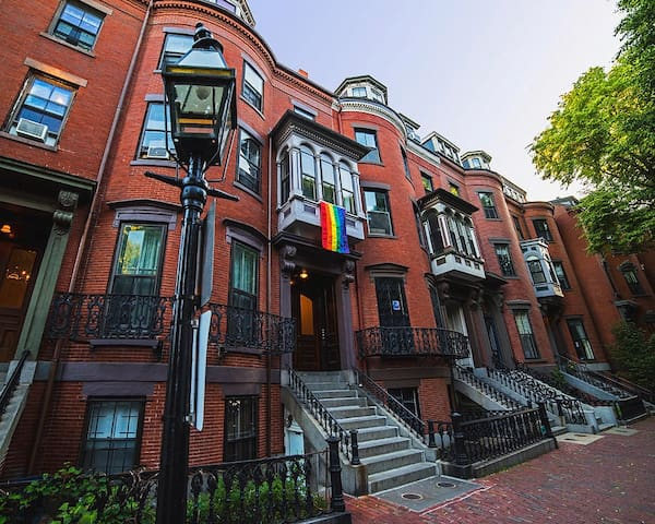Walk to Copley or Prudential & Historic Locations