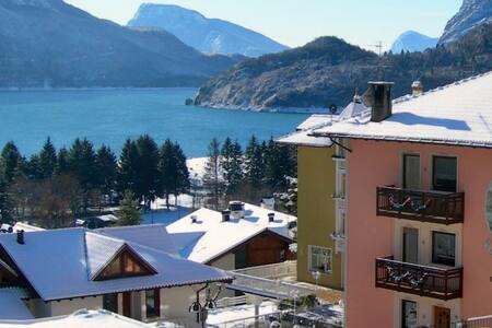Nelle Dolomiti sul lago di Molveno Casa Dorigoni - Molveno