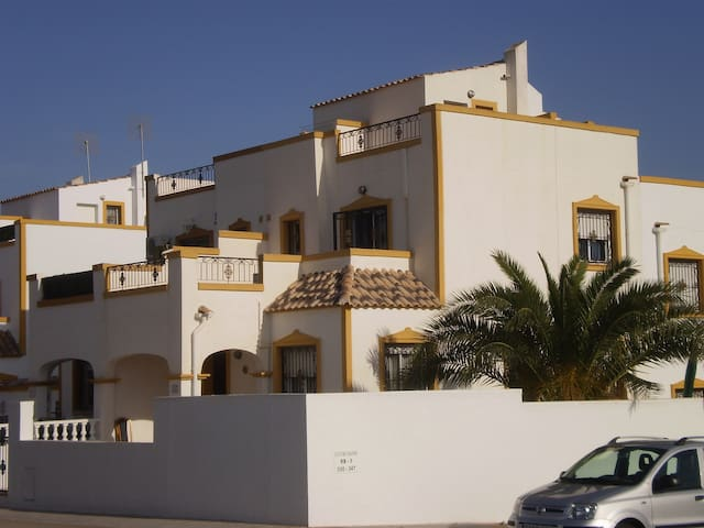 Vistabella Golf House near beaches and shared pool - 오리우엘라(Orihuela) - 단독주택