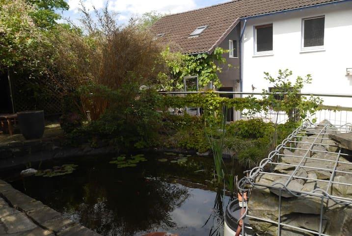 Waldrandlage: Apartment im EFH