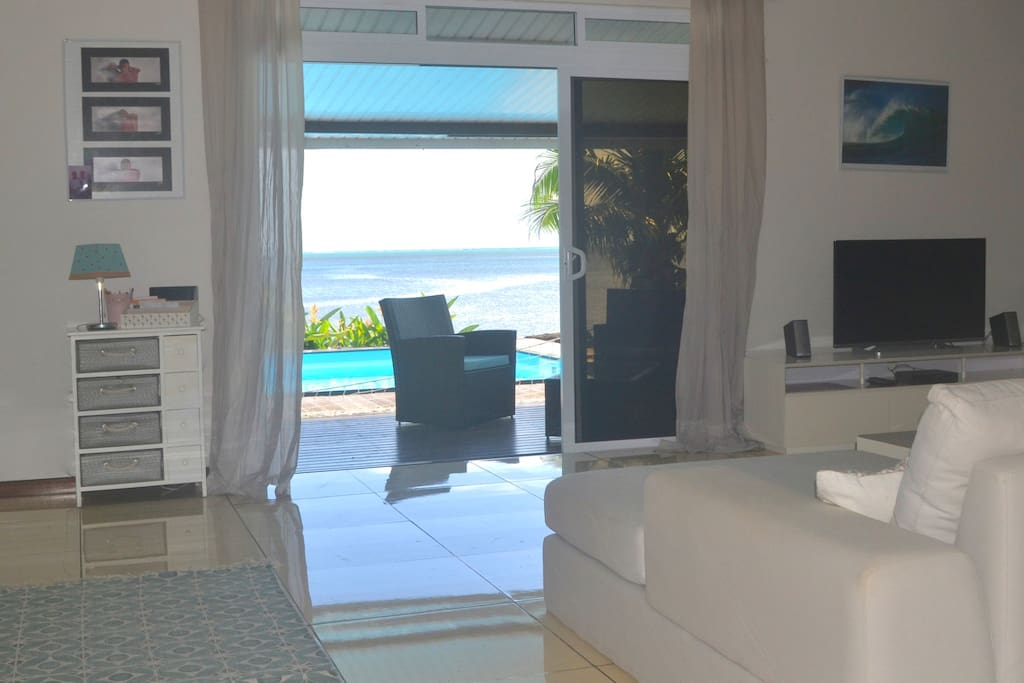 from the living room, view on the pool and lagoon