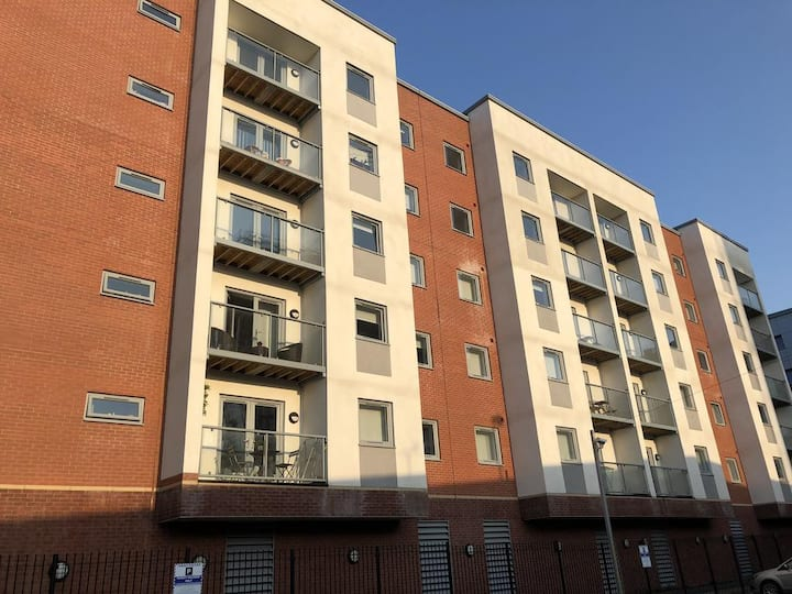 Spacious 2 bedroom apartment in Salford Quays