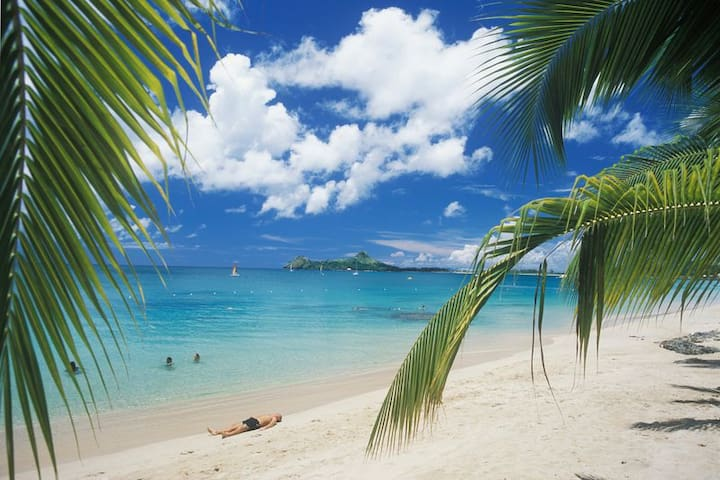 Beach Apartment - Rodney Bay. Air Conditioned!