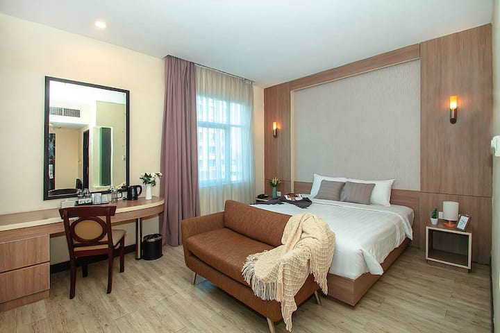 Modern Comfy Private Bedroom in Menteng, Sarinah