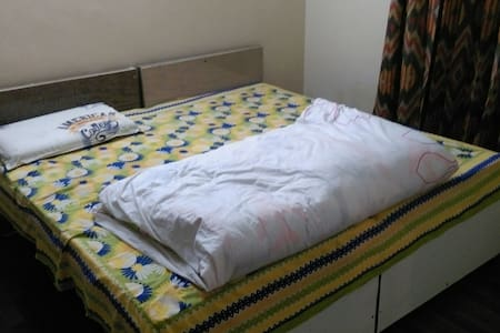 Master bedrom with complete privacy - Noida - Appartement