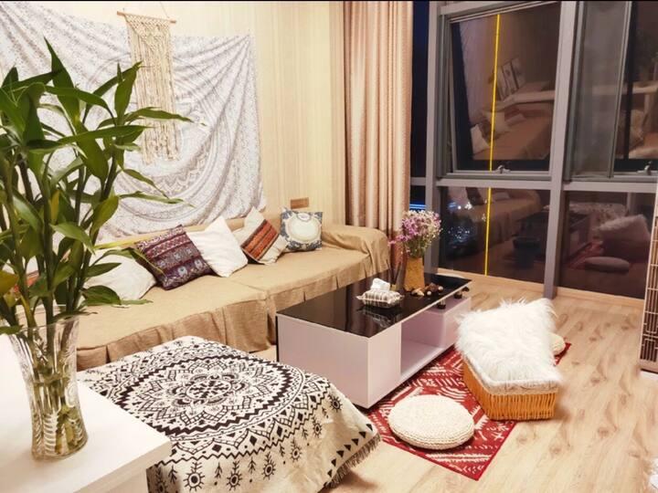 美间公寓:摩洛哥风情电影大床房(靠近银泰城、江南长城、东湖、紫阳古街、市政府广场、办事大厅、台州学院
