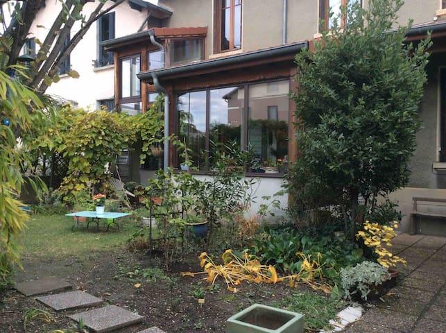 Maison LYON/cœur Villeurbanne 2 chambres + jardin
